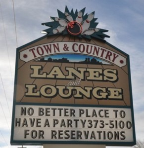 Town and Country Lanes, Lounge & cafe